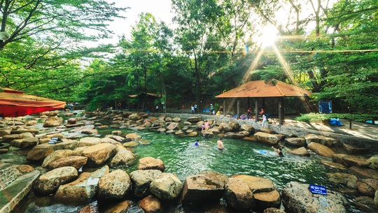 5 khu du lịch sinh thái hút khách ở Bình Dương - Ảnh 2.