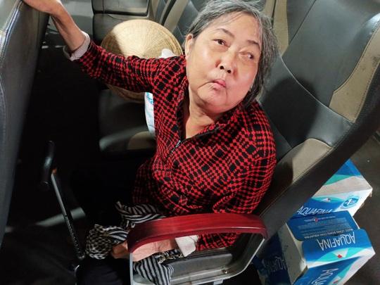 CLIP: Mẹ già bệnh tật chống gậy ra Phú Quốc tìm con gái - Ảnh 6.