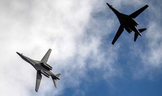 2 máy bay ném bom Mỹ bay vào vùng ADIZ của Trung Quốc - Ảnh 1.