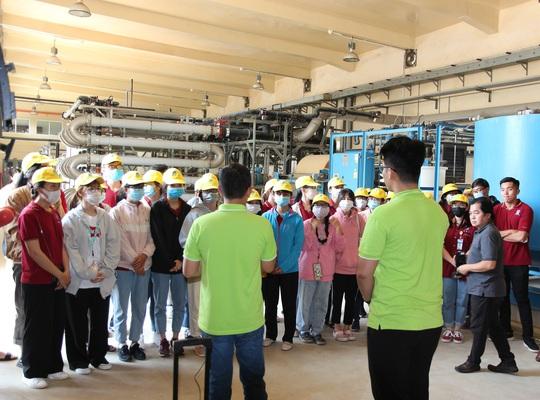 Sinh viên Đại học Nguyễn Tất Thành tham quan và tìm hiểu quy trình vận hành, xử lý chất thải của VWS - Ảnh 2.