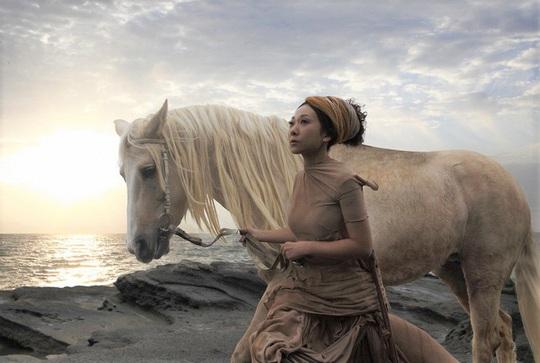 Ngã ngựa khi quay chương trình, sao nữ bị thương - Ảnh 2.
