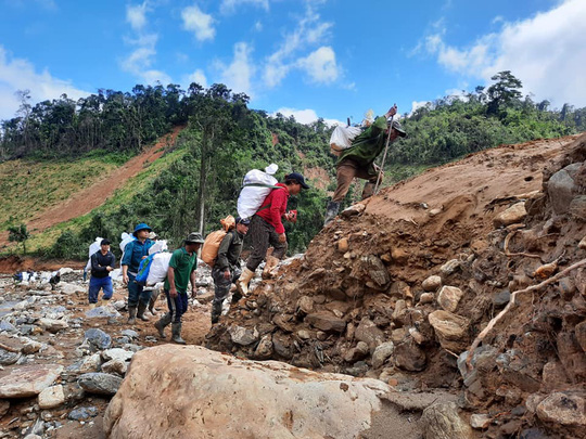 Sạt lở núi ở Phước Sơn: Tìm thấy 9 thi thể - Ảnh 2.