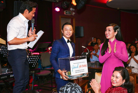 Quý Bình vận động hơn 1 tỉ đồng trong đêm nhạc Gánh yêu thương - Ảnh 4.
