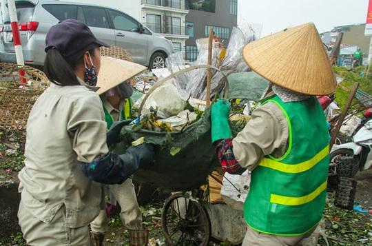 Công nhân môi trường ngừng việc vì bị chậm lương - Ảnh 1.
