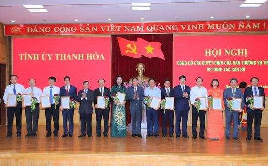 Thanh Hóa trao quyết định về công tác cán bộ cho 17 lãnh đạo chủ chốt - Ảnh 2.
