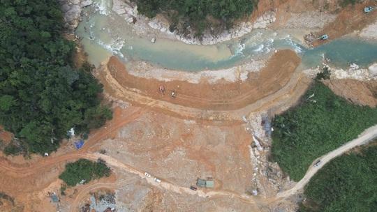 Yêu cầu thủy điện tạm dừng phát điện để ngăn dòng Rào Trăng - Ảnh 1.