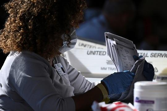 Bầu cử Mỹ: Ông Trump yêu cầu bang Georgia kiểm phiếu lần 3 vì thua sít sao? - Ảnh 1.