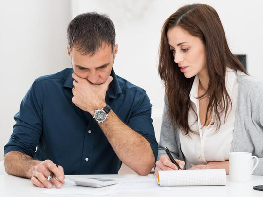 Có nên nộp tiền lương cho vợ? - Ảnh 2.