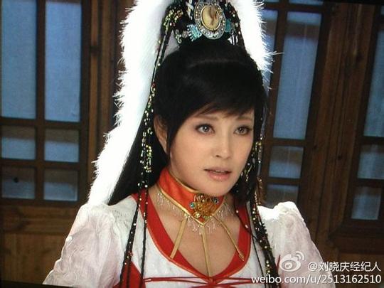 Ở tuổi 52, Lưu Gia Linh bị ném đá khi hóa thân thành thiếu nữ - Ảnh 4.