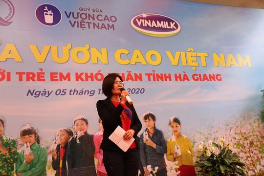 Vinamilk và Quỹ sữa Vươn cao Việt Nam trao tặng 94.000 ly sữa cho trẻ em khó khăn Hà Giang - Ảnh 3.