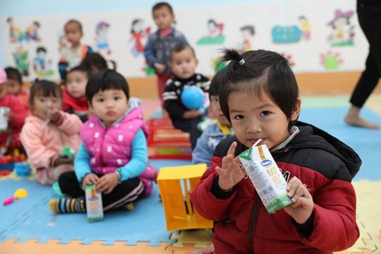 Vinamilk và Quỹ sữa Vươn cao Việt Nam trao tặng 94.000 ly sữa cho trẻ em khó khăn Hà Giang - Ảnh 5.