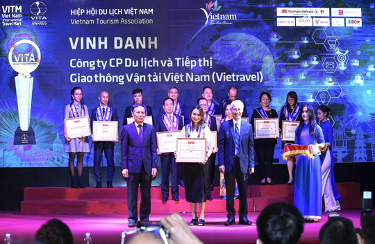 Vietravel nhận 4 giải thưởng quan trọng trong khuôn khổ Hội chợ du lịch VITM 2020 - Ảnh 1.