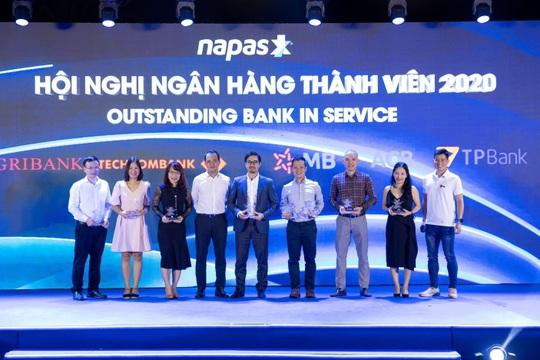 TPBank cùng lúc nhận 3 giải thưởng về thẻ nội địa do NAPAS trao tặng - Ảnh 1.