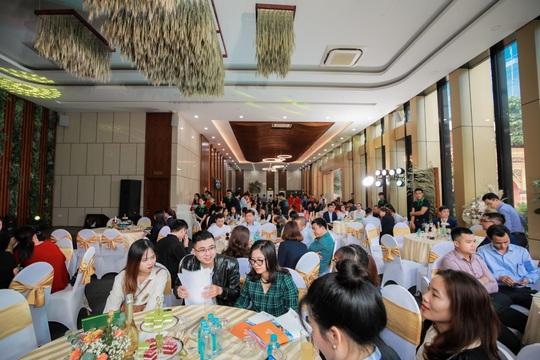 Him Lam Vạn Phúc tiếp tục gây sốt tại lễ mở bán phân khu Barres - Ảnh 1.