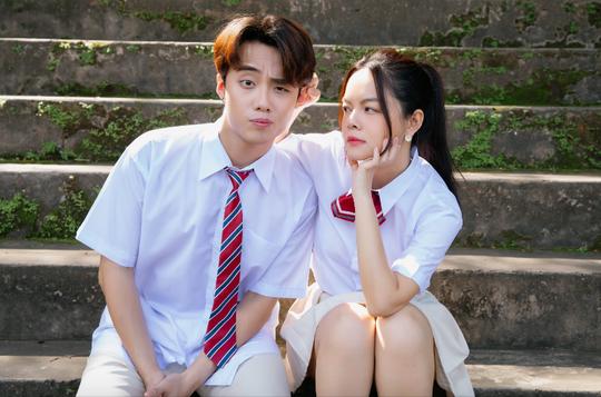 """Phạm Quỳnh Anh """"cua"""" phi công trẻ cực vui trong MV mới kết hợp cùng rapper Ricky Star - Ảnh 2."""