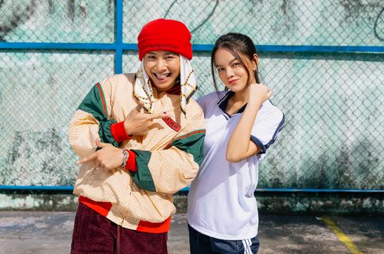 """Phạm Quỳnh Anh """"cua"""" phi công trẻ cực vui trong MV mới kết hợp cùng rapper Ricky Star - Ảnh 4."""