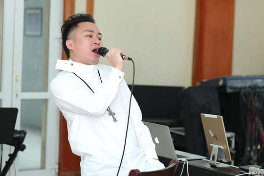 Tùng Dương say mê luyện tập trước concert để đời - Ảnh 3.