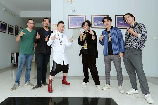 Tùng Dương say mê luyện tập trước concert để đời - Ảnh 4.