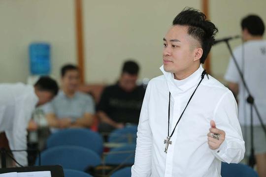 Tùng Dương say mê luyện tập trước concert để đời - Ảnh 1.