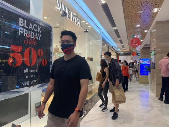 Đổ xô mua sắm dịp Black Friday - Ảnh 12.