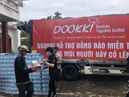 Đoàn xe của Dookki hành quân từ TP HCM về Quảng Ngãi hỗ trợ người dân vùng lũ - Ảnh 3.
