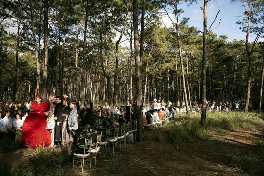 Mãn nhãn với show thời trang Hương rừng, sắc núi tại Đắk Nông - Ảnh 2.