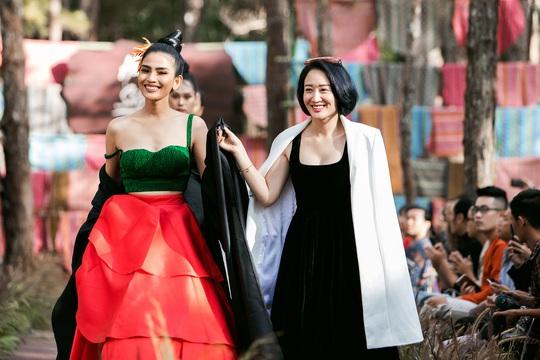Mãn nhãn với show thời trang Hương rừng, sắc núi tại Đắk Nông - Ảnh 1.