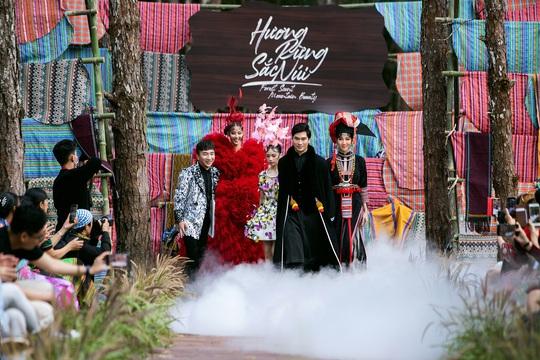 Mãn nhãn với show thời trang Hương rừng, sắc núi tại Đắk Nông - Ảnh 5.