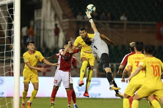 CLB TP HCM thắng kịch tính trước tân binh V-League - Ảnh 1.