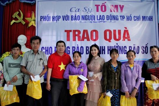 Ngọc nữ bolero Tố My cùng Báo Người Lao Động đến với người dân vùng bão huyện Nông Sơn - Ảnh 1.