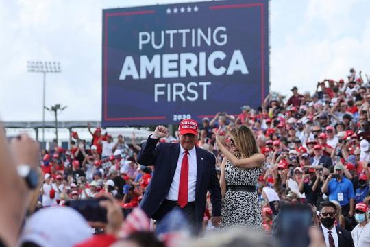 Bầu cử Mỹ: Giằng co ở bang chiến trường, Tổng thống Trump dọa kiện Pennsylvania - Ảnh 1.