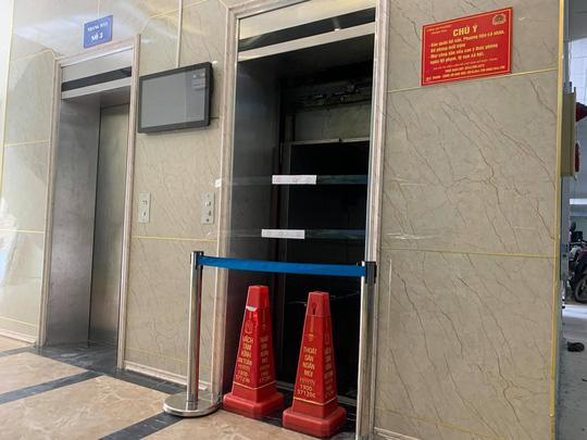 Thang máy chung cư cao tầng bất ngờ rơi tự do, nhiều người bị thương - Ảnh 3.