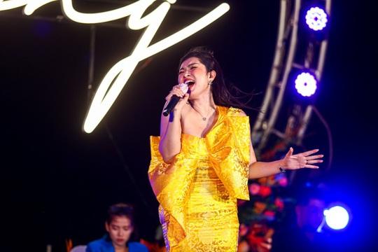Bằng Kiều trình diễn loạt ca khúc lãng mạn bên bờ biển Hồ Tràm - Ảnh 4.