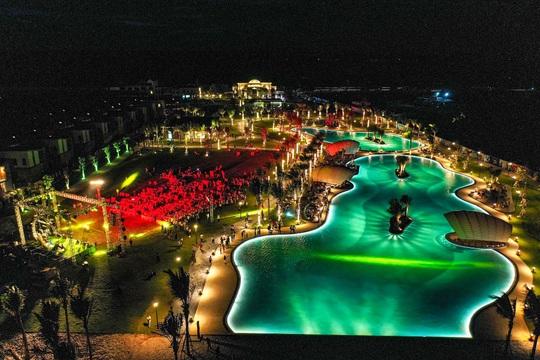 Bằng Kiều trình diễn loạt ca khúc lãng mạn bên bờ biển Hồ Tràm - Ảnh 8.