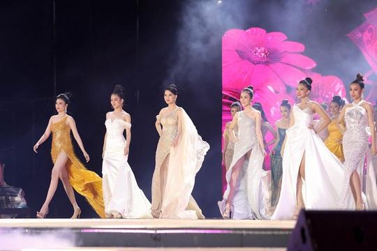 Lung linh với dàn sao đêm Chung kết Hoa khôi Du lịch Việt Nam 2020. - Ảnh 4.