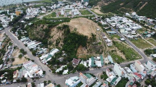 Hiểm họa sạt lở núi ở Nha Trang - Ảnh 1.