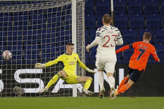 Man United đá như… U10, thua sốc Istanbul Basaksehir - Ảnh 4.