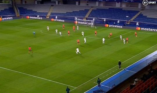 Man United đá như… U10, thua sốc Istanbul Basaksehir - Ảnh 2.
