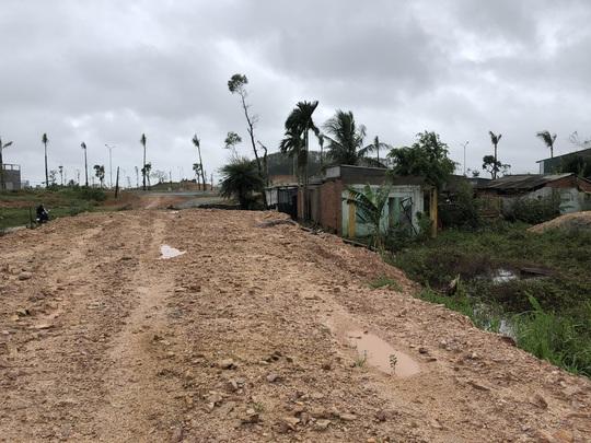 Quảng Ngãi: Thi công dự án làm tắt nghẽn lối thoát nước, gây ngập nhà dân - Ảnh 10.