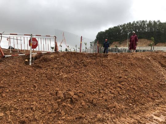 Quảng Ngãi: Thi công dự án làm tắt nghẽn lối thoát nước, gây ngập nhà dân - Ảnh 4.