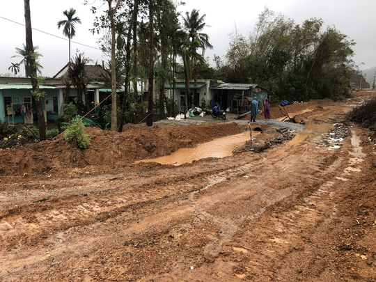 Quảng Ngãi: Thi công dự án làm tắt nghẽn lối thoát nước, gây ngập nhà dân - Ảnh 8.