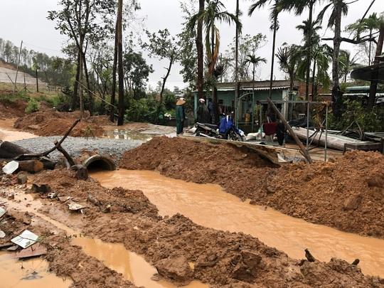 Quảng Ngãi: Thi công dự án làm tắt nghẽn lối thoát nước, gây ngập nhà dân - Ảnh 3.