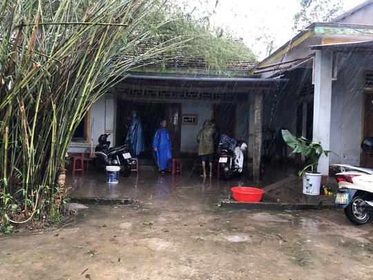 Quảng Ngãi: Thi công dự án làm tắt nghẽn lối thoát nước, gây ngập nhà dân - Ảnh 6.