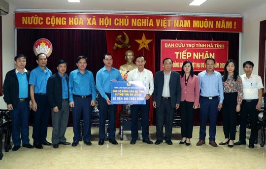 Tổng LĐLĐ Việt Nam hỗ trợ người dân bị thiệt hại do lũ lụt ở Hà Tĩnh - Ảnh 1.