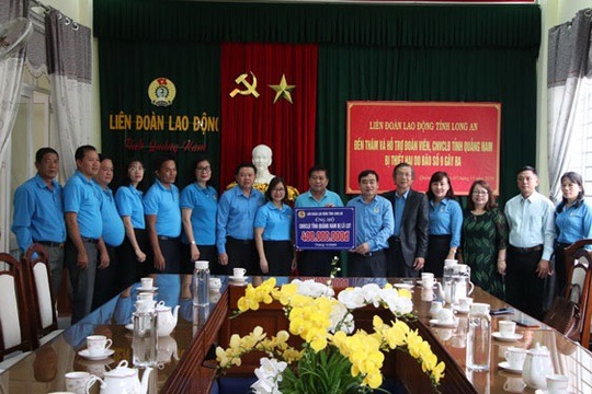 Chung tay hỗ trợ đồng bào miền Trung - Ảnh 1.