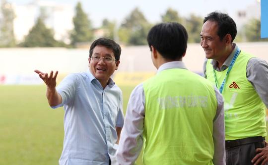 Trường ĐH Cần Thơ đánh bại Trường ĐH Sài Gòn, bám sát đội bóng do bầu Đức bảo trợ - Ảnh 1.