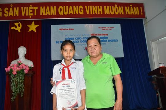 Học bổng Báo Người Lao Động đến với học sinh nghèo, học giỏi Bến Tre - Ảnh 14.
