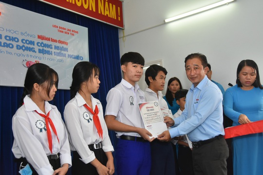 Học bổng Báo Người Lao Động đến với học sinh nghèo, học giỏi Bến Tre - Ảnh 6.