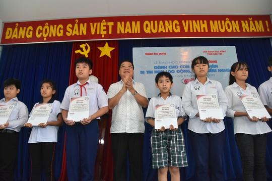 Học bổng Báo Người Lao Động đến với học sinh nghèo, học giỏi Bến Tre - Ảnh 9.
