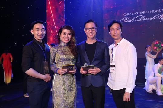 MC Anh Quân, diễn giả Thi Thảo dẫn dắt thành công đêm nhạc, quyên góp gần 4 tỉ đồng - Ảnh 3.